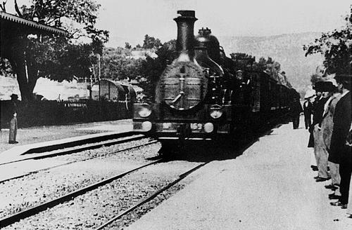 03 L Arrivée_d un_train_en_gare_de_La_Ciotat